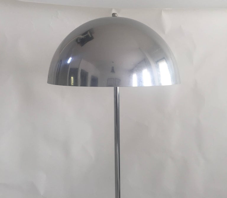 Modernist polished chrome floor lamp with matching shade, USA, circa 1970. In the style of Robert Sonneman. Takes one standard U.S. bulb, 100 watts max.  Dimensions:  Height 56 inches Shade height 9 inches Shade width 16 inches Base width 11
