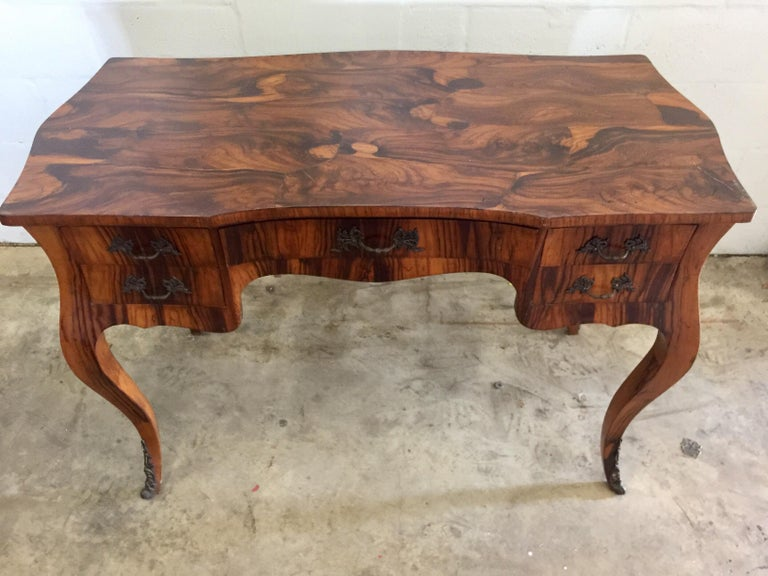 Vintage French Style Acacia Burl Desk In Good Condition For Sale In New York, NY