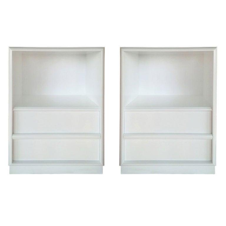 Pair of White Nightstands by T.H. Robsjohn Gibbings for Widdicomb For Sale