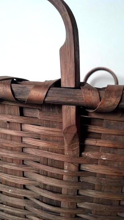 American Large Shaker Gathering Basket, circa 1840-1850 For Sale
