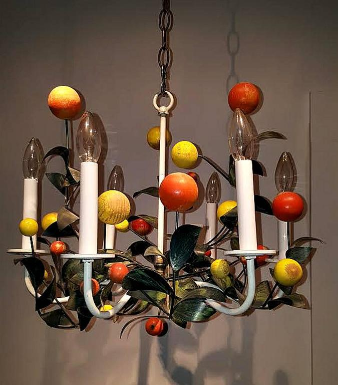 Italian Painted Tole and Wood Chandelier In Excellent Condition For Sale In New York, NY