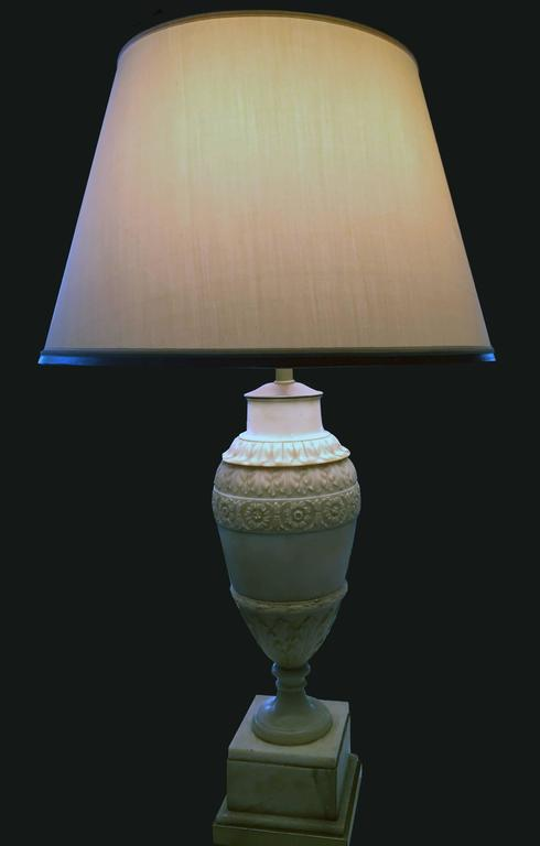 French Late 19th Century Hand-Carved Alabaster Lamp with Silk Shade For Sale