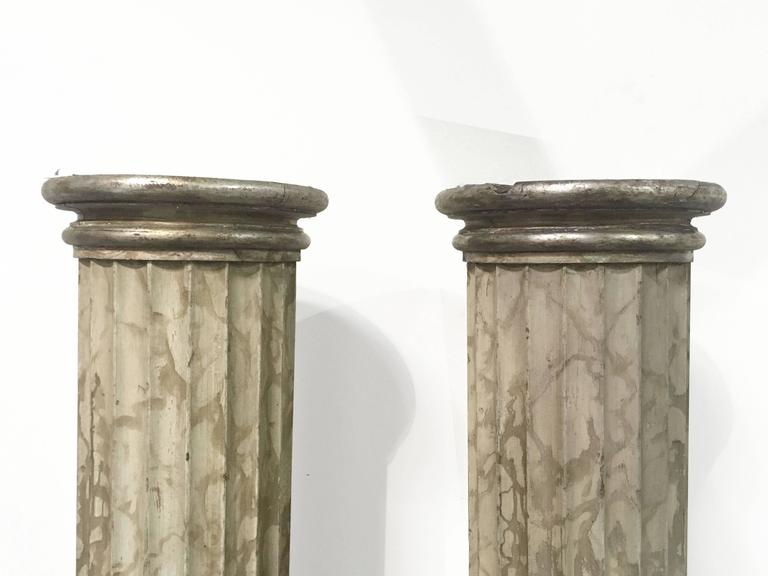 Classical Roman Late 18th Pair of Italian Neoclassical Parcel-Gilt and Faux Marble Doric Columns For Sale