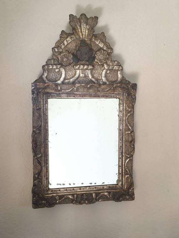 Early 18th Century French Regence Giltwood Mirror For Sale 4