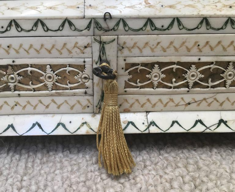 Early 19th Century Russian Stained and Carved Bone Table Casket For Sale 1