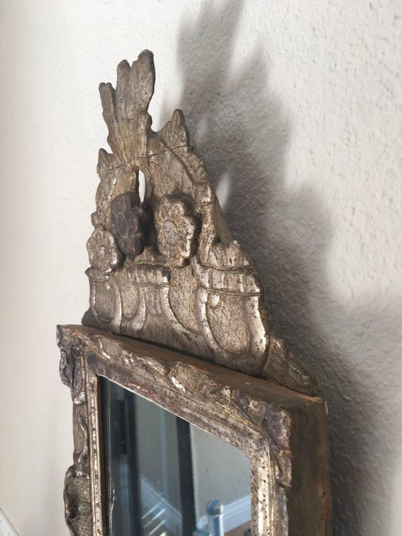 Early 18th Century French Regence Giltwood Mirror For Sale 1