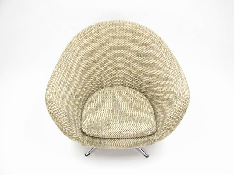 Late 20th Century Overman Swivel Chair in Original 1970s Beautiful Tweed Upholstery For Sale