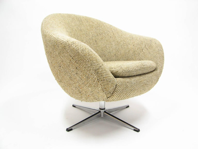 Overman swivel chair in original 1970s tweed fabric.  Remarkable condition for its age. Original owner purchased this chair for her dorm room in the 1970s, and retained possession of it until 2017.  Please note: Pickup for this chair is in Denver,
