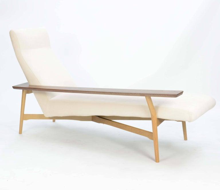 Scandinavian Modern Tateishi Shoiji Chaise Lounge in Oak and Walnut For Sale
