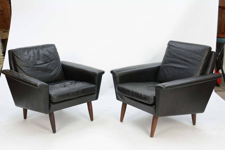 Pair of Iconic Danish Club Chairs in Saddle Leather after Fritz Hansen In Good Condition For Sale In Portland, OR