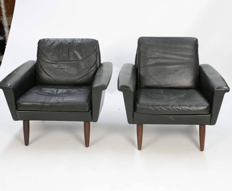 Scandinavian Modern Pair of Iconic Danish Club Chairs in Saddle Leather after Fritz Hansen For Sale