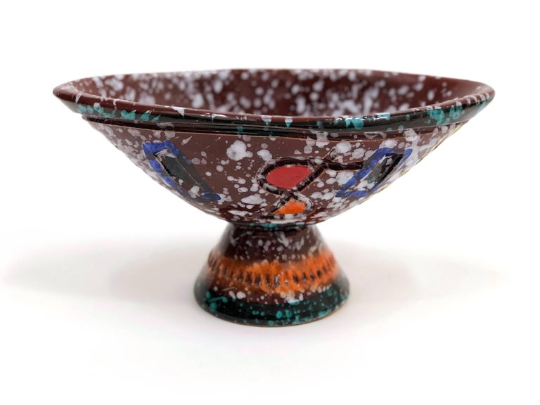 A midcentury brightly-colored and whimsical boat-shaped bowl by Fratelli Fanciullacci, featuring sgrafitto geometric forms and 'spashed' white on red-brown throughout.   Please note: This bowl ships from Denver, Colorado.