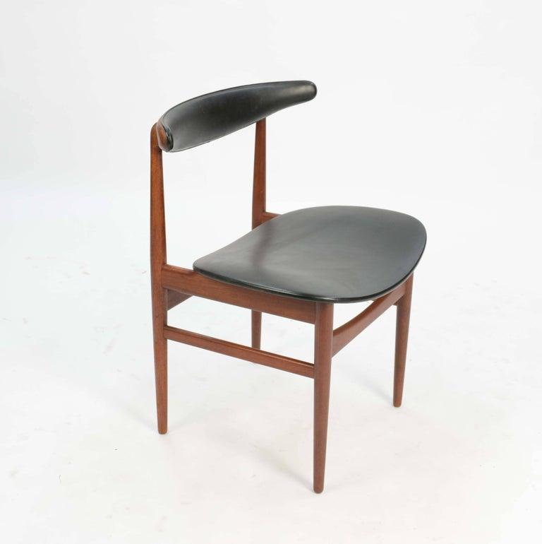 Scandinavian Modern Set of Six 218A Compass Back Chairs by Vamdrup Stolefabrik of Denmark For Sale