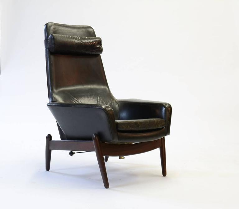 Mid-Century Modern Elegant PD 30 Chair by Ib Kofod- Larsen for Povl Dinesen Reclining Club Chair For Sale
