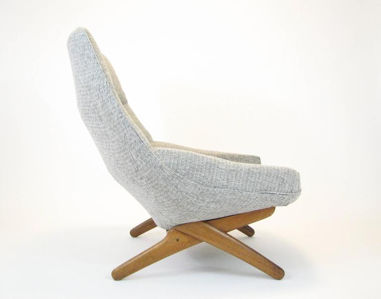 This ML 91 model lounge chair was designed by Illum Wikkelsø and manufactured by Mikael Laursen in Denmark in the 1960s. Teak frame. Reupholstered in 2017 in grey fabric. 