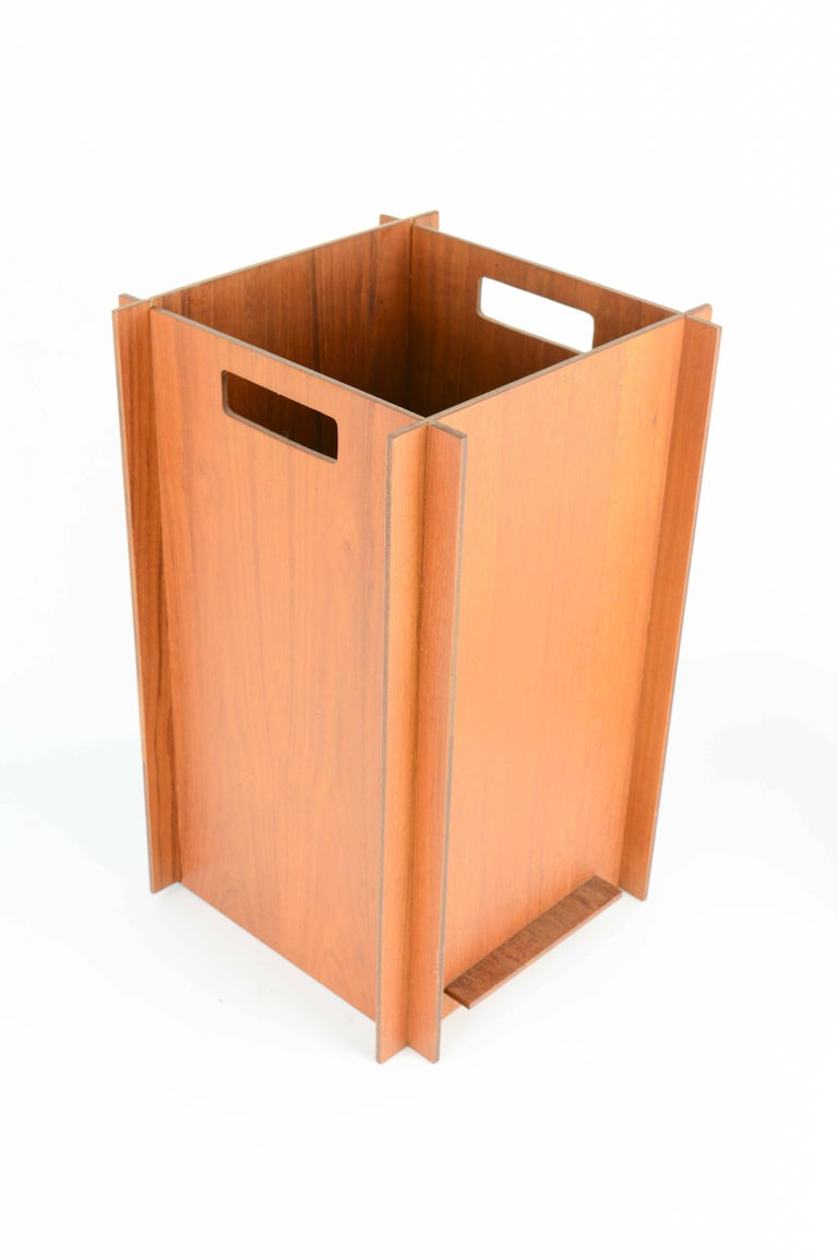 Danish Wood Worker Teak Puzzle Waste Bin in Teak with Interlocking Sides In Good Condition For Sale In Portland, OR