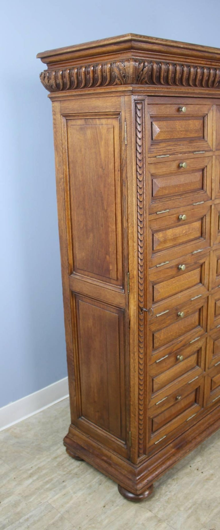 Antique Oak Cabinet with Side Locks and Original Keys For Sale 4 - Antique Oak Cabinet With Side Locks And Original Keys For Sale At