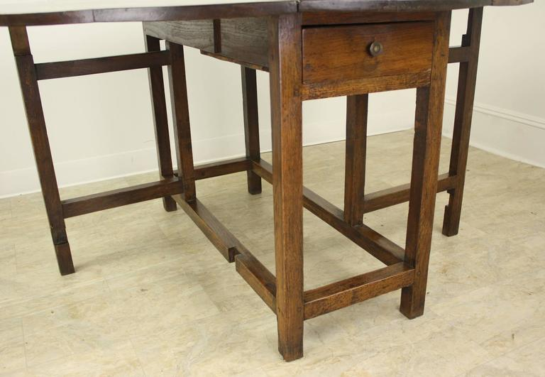 Period English Oak Gateleg Dining Table In Good Condition For Sale In Port Chester, NY