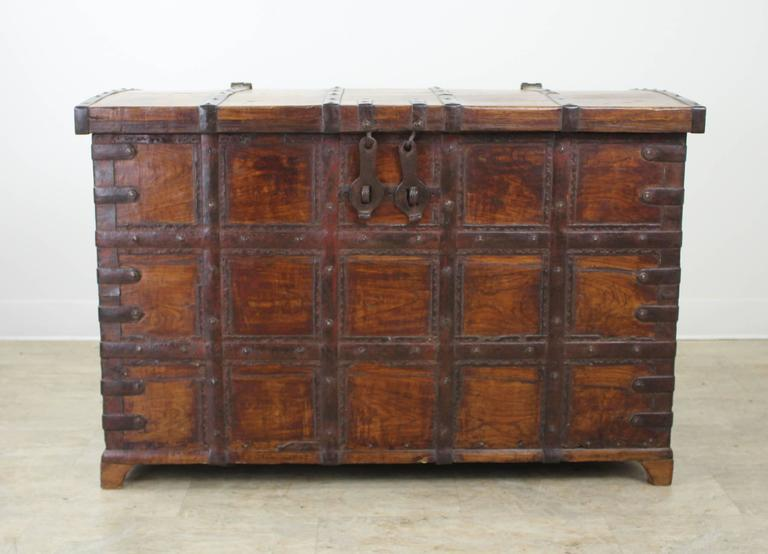 Antique French Elm Coffer/Trunk with Iron Strap Work In Good Condition For Sale In Port Chester, NY