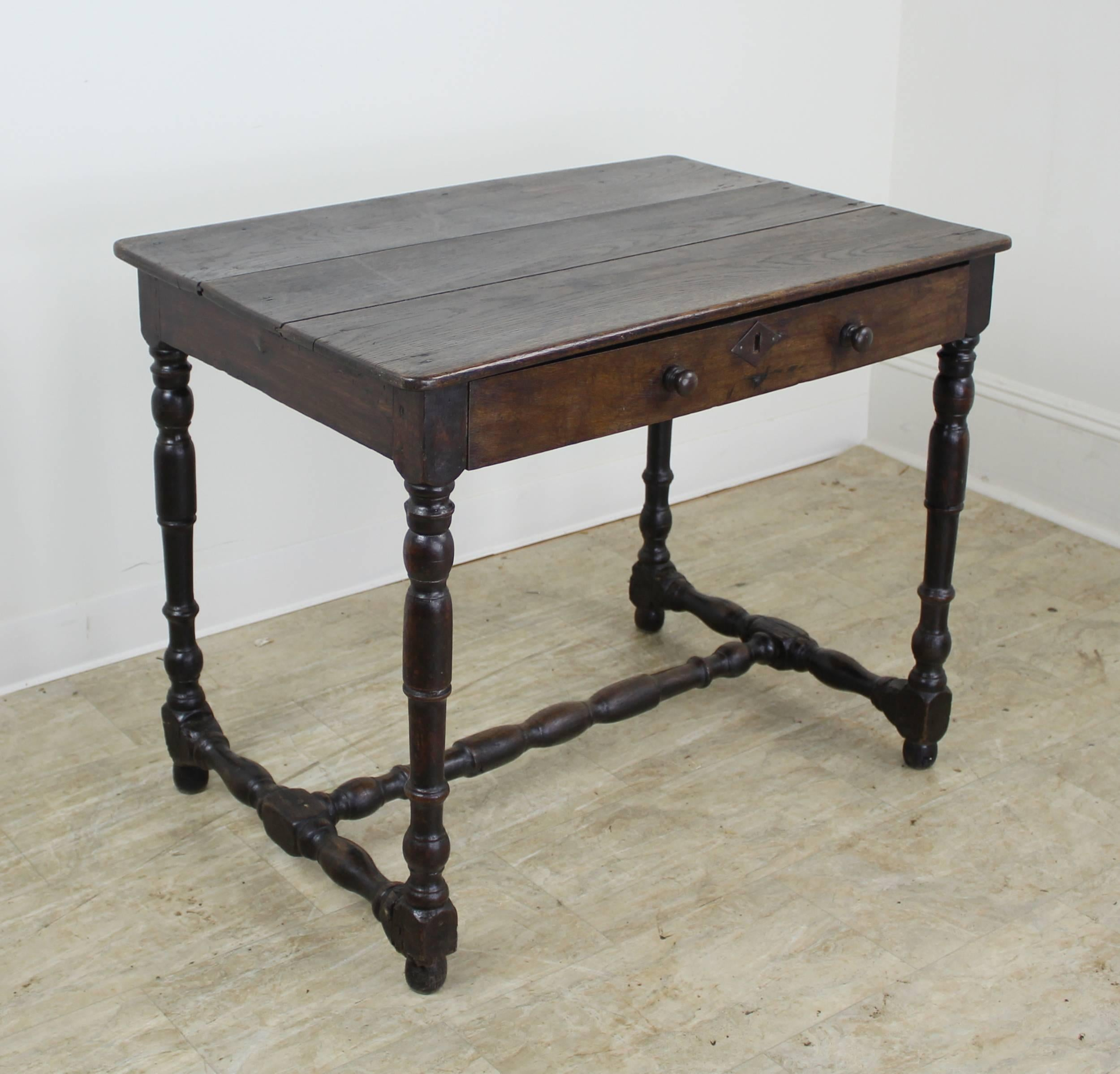 18th Century Welsh Oak Side Table, Turned Legs And Supports In Good  Condition For Sale