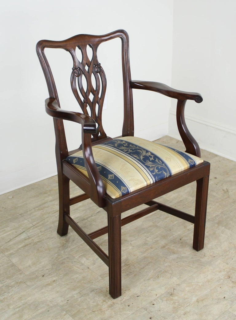 Set of Eight English Mahogany Chippendale Style Dining Chairs In Excellent Condition For Sale In Port Chester, NY