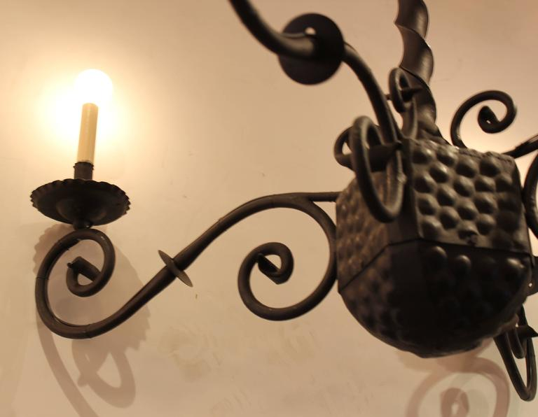 Early 20th Century Spanish Wrought Iron Chandelier In Excellent Condition For Sale In Los Angeles, CA