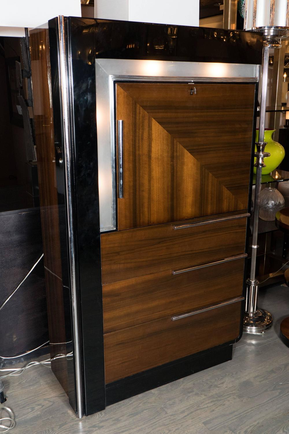 Art Deco Bar Cabinet In Walnut And Black Lacquer In The