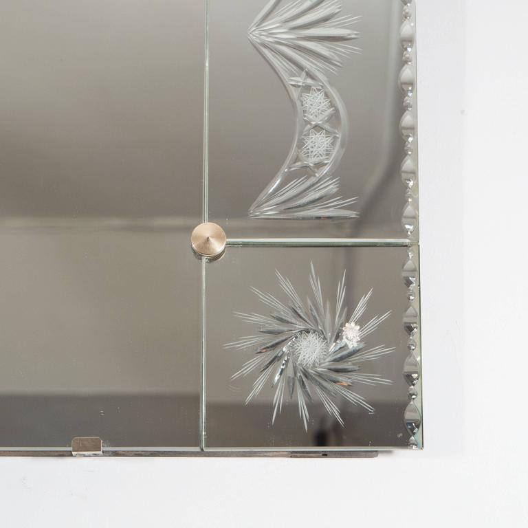 1940s Venetian Mirror with Reverse Etched and Chain Beveled Detailing In Excellent Condition For Sale In New York, NY