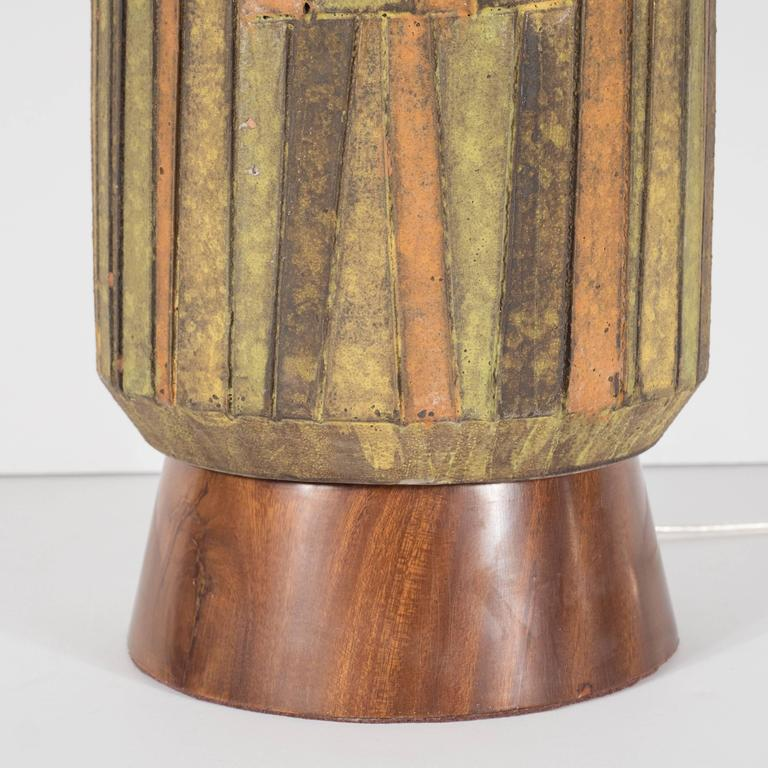 Mid-Century Organic Modern Ceramic & Walnut Table Lamp in Earth Tones by Raymor For Sale 2