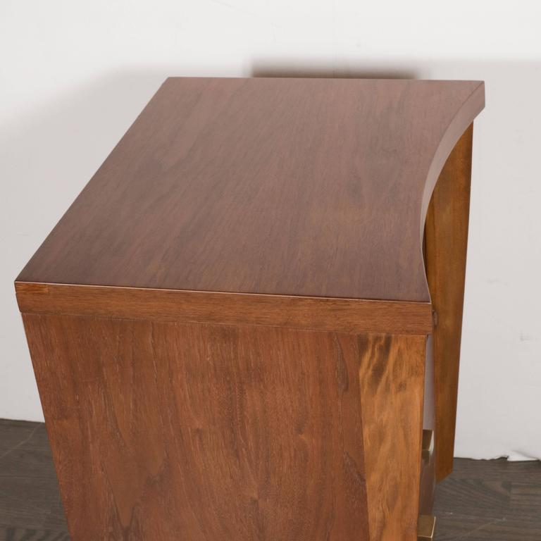 Mid-Century Modernist Bowed Front Nightstands in Rubbed Walnut with Brass Pulls In Excellent Condition For Sale In New York, NY