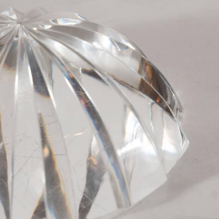 Brilliant Mid-Century Modernist Crystal Baccarat Paperweight In Excellent Condition For Sale In New York, NY