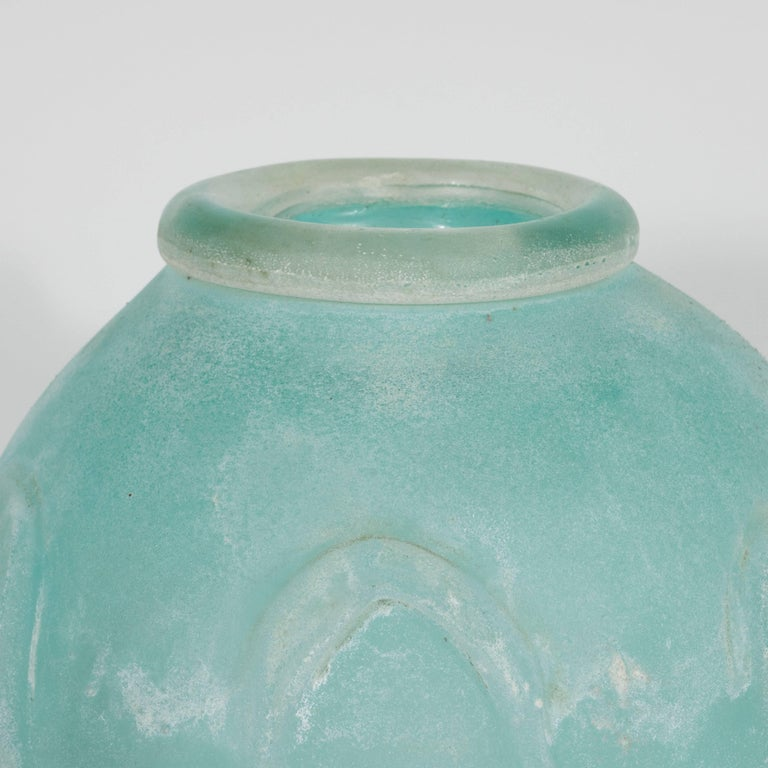 Mid-Century Modern Scavo Finish Murano Glass Aquamarine Vase by Seguso of Italy In Excellent Condition For Sale In New York, NY