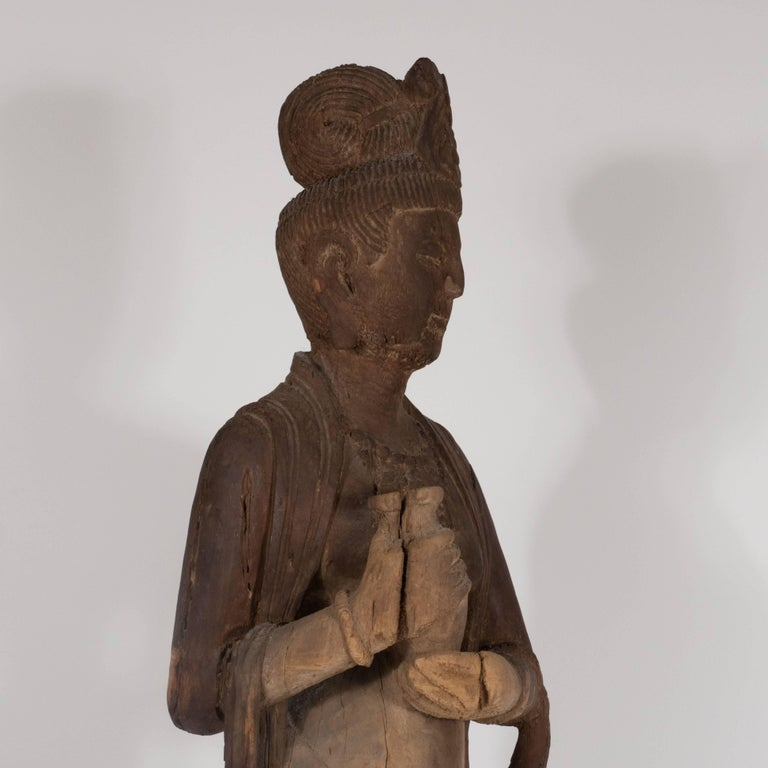 18th Century Hand-Carved Jichi Wood Guanyin Figure In Excellent Condition For Sale In New York, NY