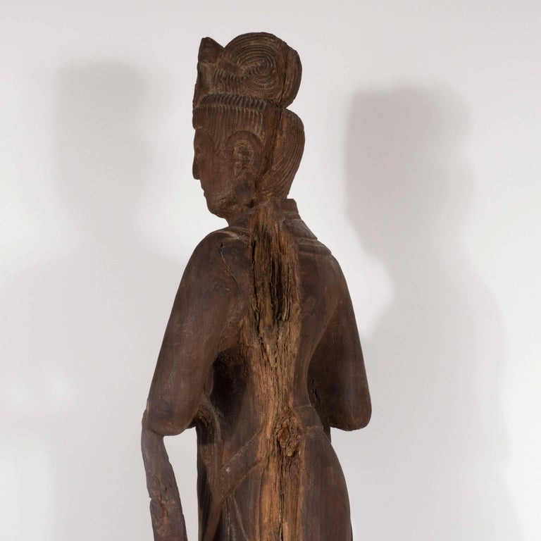 18th Century Hand-Carved Jichi Wood Guanyin Figure For Sale 3