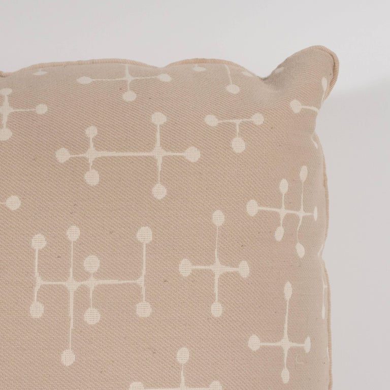American Set of Four Modern Beige Cotton Twill Pillows with Geometric Jacks Motif For Sale
