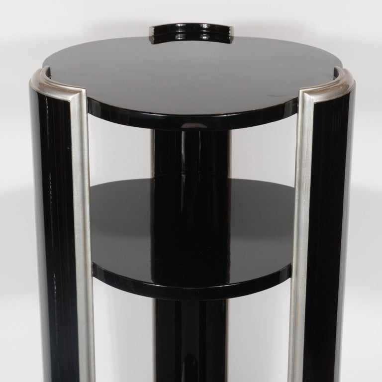 Mid-20th Century Elegant American Art Deco Three-Tiered Pedestal in Black Lacquer and Silver Leaf For Sale