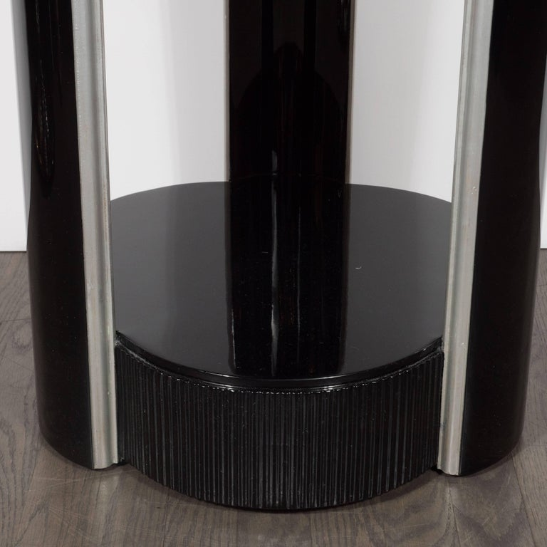 Elegant American Art Deco Three-Tiered Pedestal in Black Lacquer and Silver Leaf For Sale 1