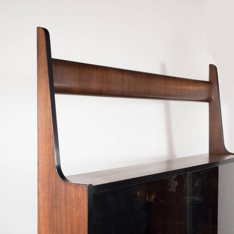 Sculptural Italian Mid-Century Modern Ètagére in Handrubbed Walnut and Brass For Sale 2