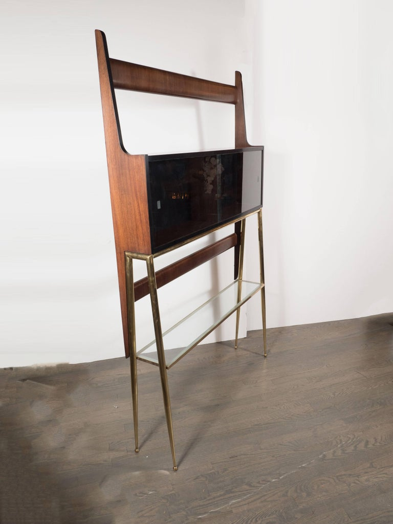 Sculptural Italian Mid-Century Modern Ètagére in Handrubbed Walnut and Brass For Sale 3