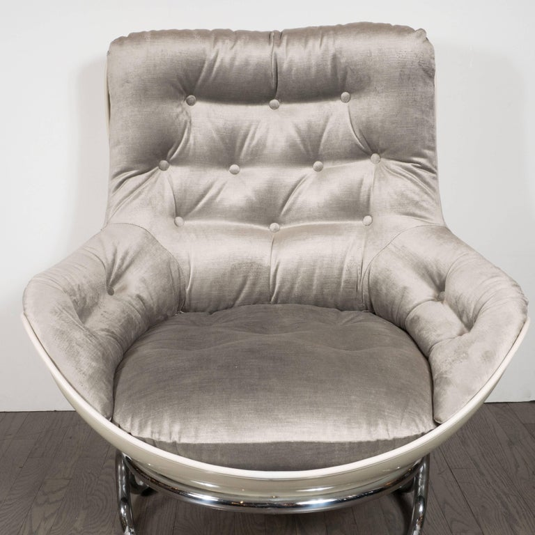 Pair of French Mid-Century Modern Chrome and Fiberglass Lounge Chairs, Airborne In Excellent Condition For Sale In New York, NY