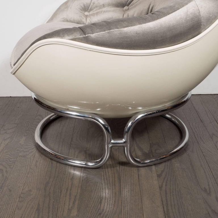 Pair of French Mid-Century Modern Chrome and Fiberglass Lounge Chairs, Airborne For Sale 1