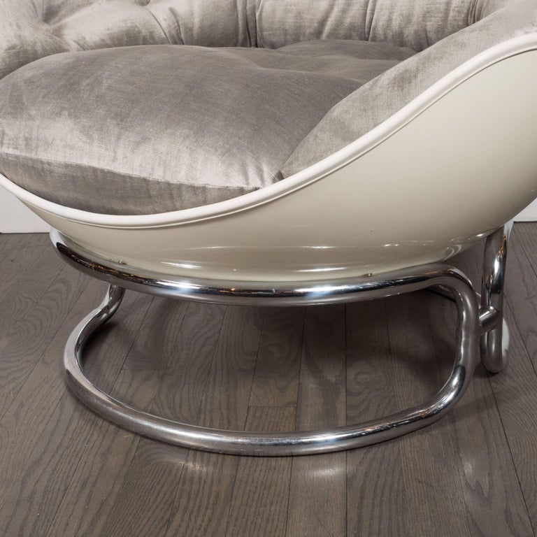 Late 20th Century Pair of French Mid-Century Modern Chrome and Fiberglass Lounge Chairs, Airborne For Sale