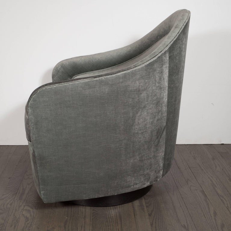 North American Mid-Century Modern Swivel Chair in Smoked Platinum Velvet by Milo Baughman For Sale