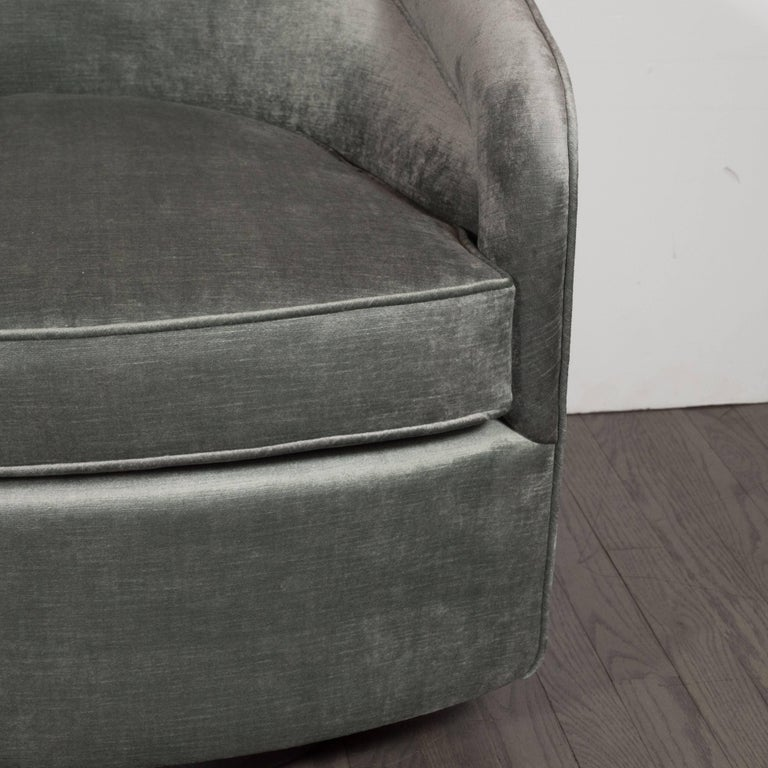 Mid-Century Modern Swivel Chair in Smoked Platinum Velvet by Milo Baughman For Sale 1
