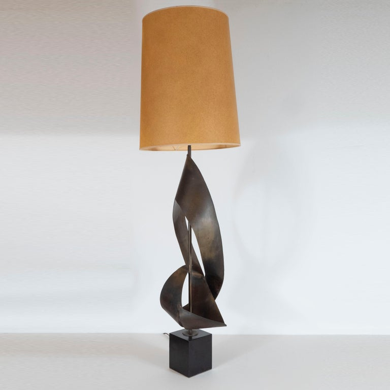 American Pair of Mid-Century Sculptural Brutalist Patinated Steel Ribbon Table Lamps For Sale