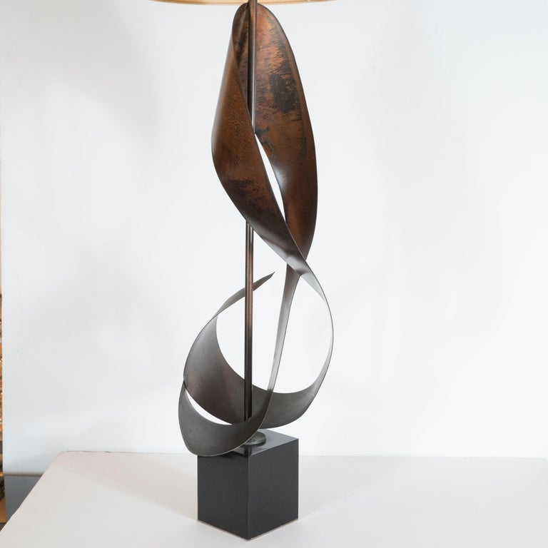 Pair of Mid-Century Sculptural Brutalist Patinated Steel Ribbon Table Lamps For Sale 4