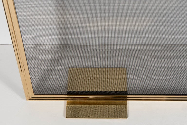 Custom Modern Fire Screen in Polished Brass with Curved Corner Detail In Excellent Condition For Sale In New York, NY