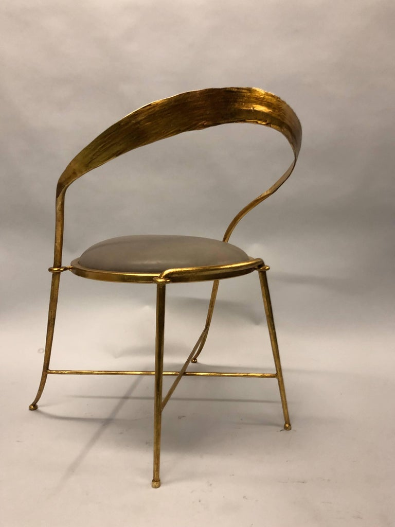 Hammered Pair of Italian Midcentury Handmade Gilt Iron Lounge Chairs by Giovanni Banci For Sale