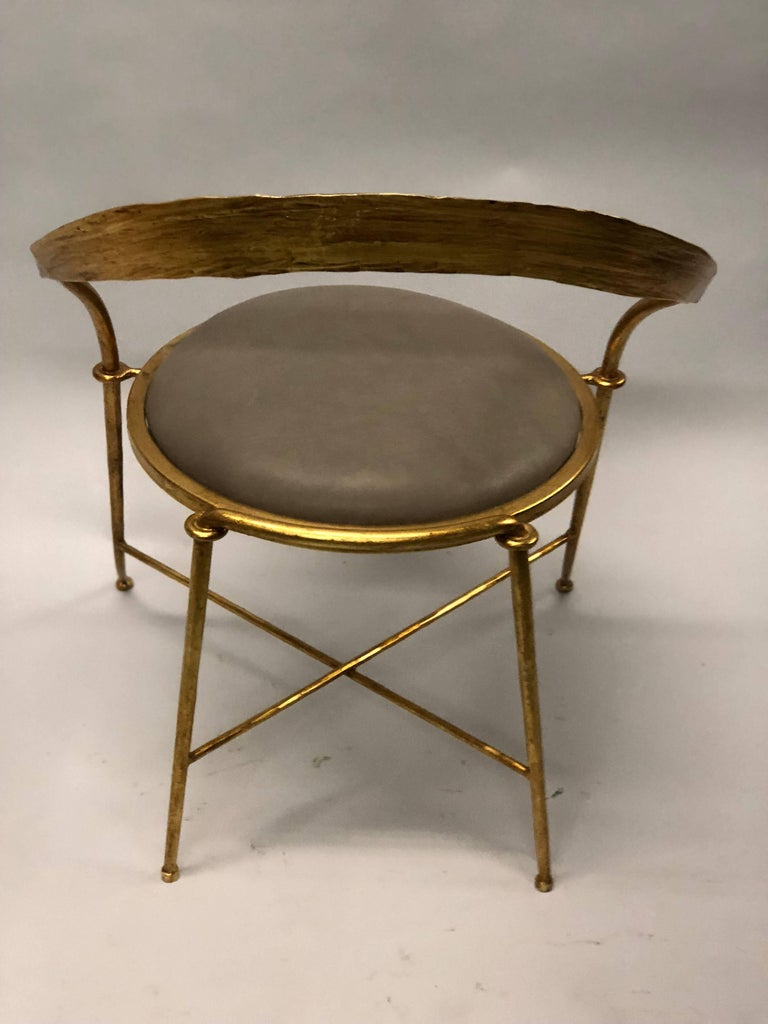 Pair of Italian Midcentury Handmade Gilt Iron Lounge Chairs by Giovanni Banci In Excellent Condition For Sale In New York, NY