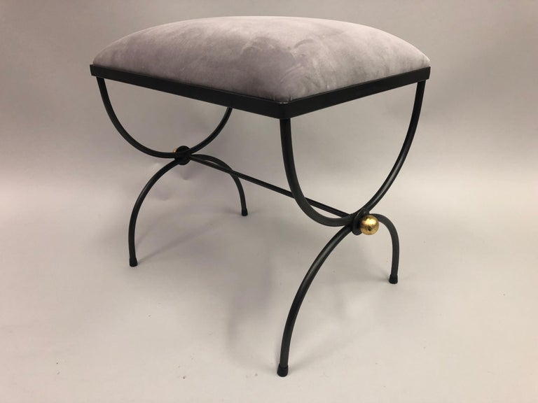 Pair of Mid-Century Modern Neoclassical Wrought Iron and Gilt Benches or Stools In Good Condition For Sale In New York, NY